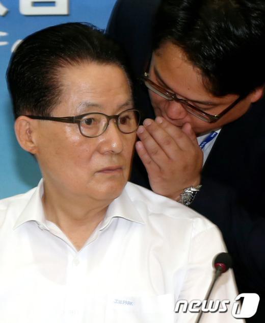 [사진]체포영장 청구된 박지원 원내대표