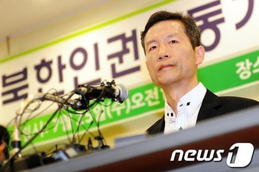 114일 동안 중국에 강제 구금됐다 석방된 북한인권운동가 김영환 씨.  2012.7.25/뉴스1  News1 한재호 기자
