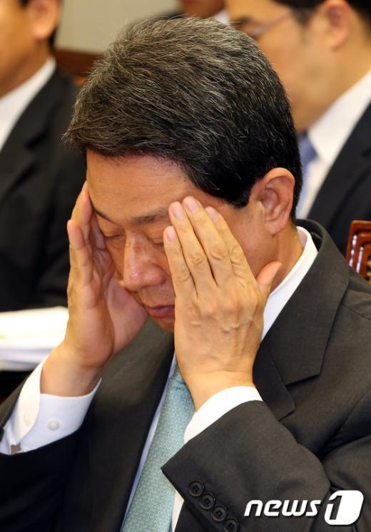 [사진]피곤한 이달곤 정무수석