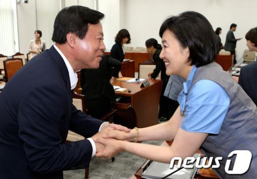 [사진]인사 나누는 이한성-박영선