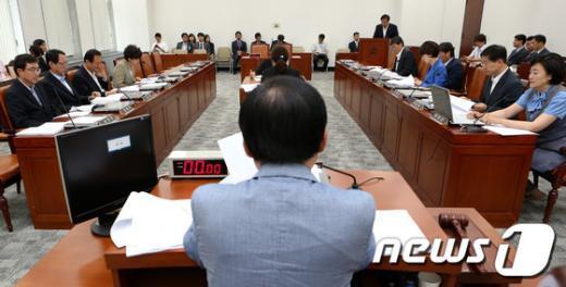 [사진]대법관 후보자 3인 인사청문 보고서 채택