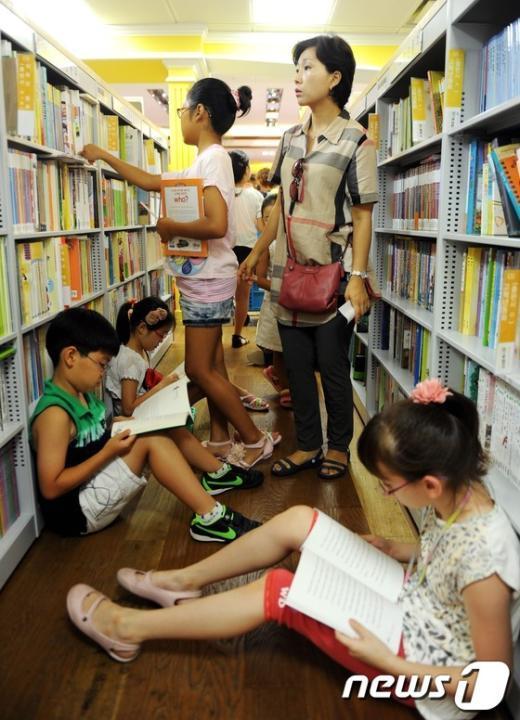 [사진]서점 찾은 어린이들