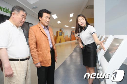 [사진]스마트그리드 체험센터 찾은 손학규