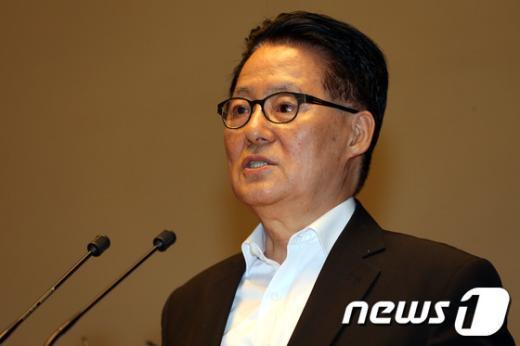 [사진]체포영장 청구 관련 발언하는 박지원