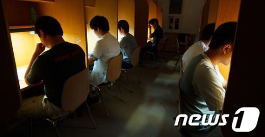 [사진]수능 D-100, '밤까지 이어지는 긴장'