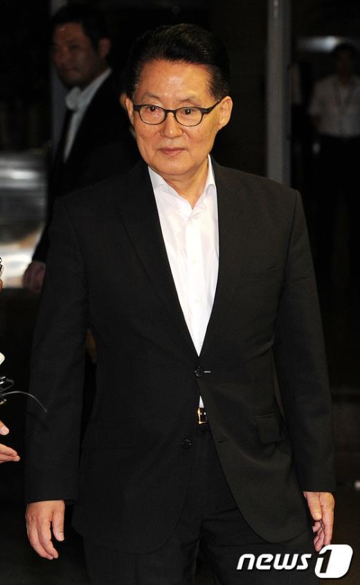 [사진]검찰 나서는 박지원