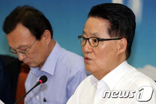 [사진]박지원, 검찰수사에서 억울함 해명