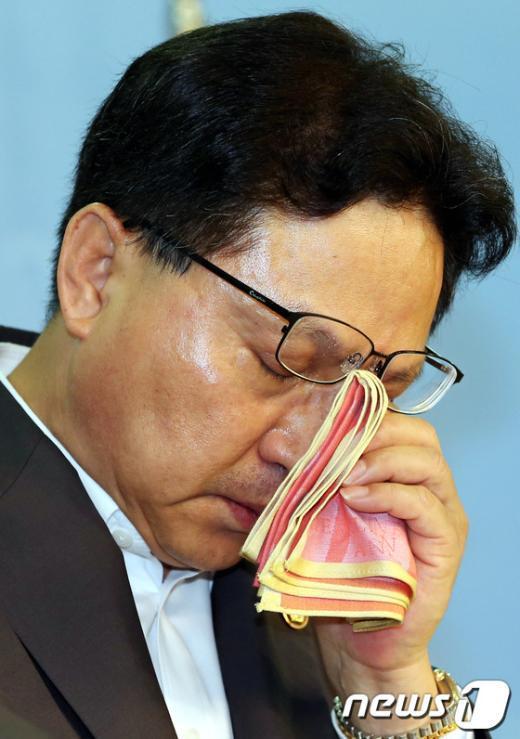 [사진]조명철, 눈물의 기자회견