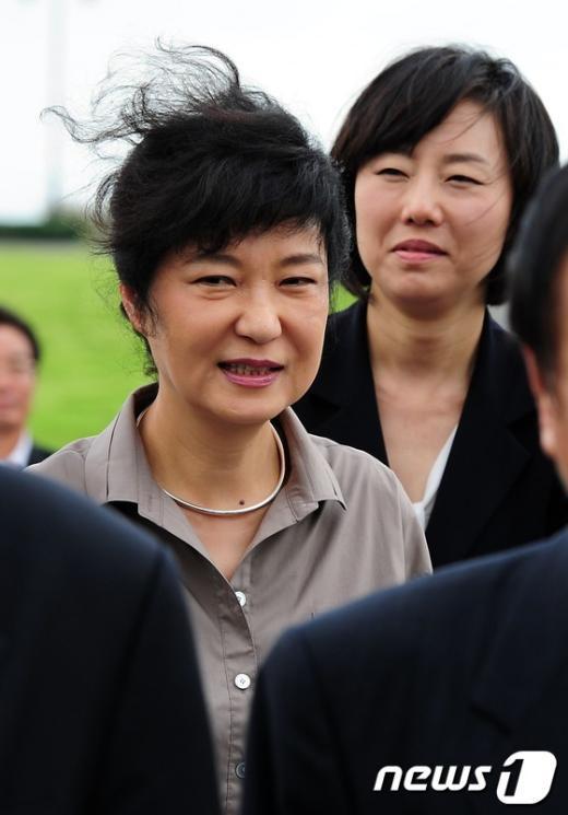 [사진]제주바람에 날리는 박근혜 후보