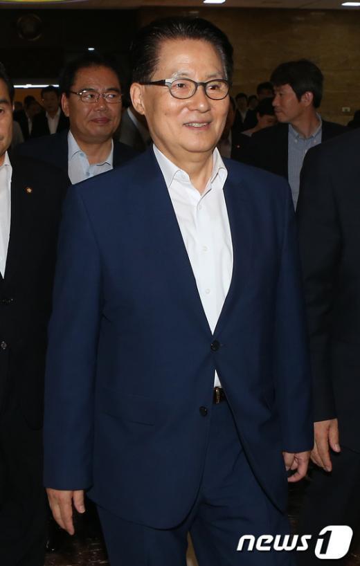 [사진]본회의 참석하는 박지원