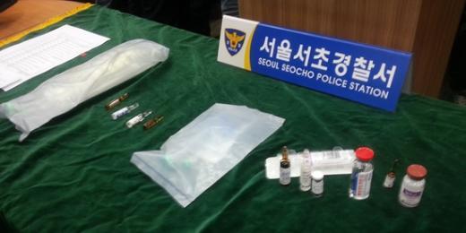 의사 김씨가 숨진 이씨의 정맥에 주사한 13종류의 약물. 정맥주사가 금지된 마취제 나로핀 등이 포함돼있다.