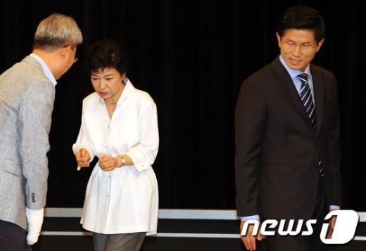 [사진]박근혜 의식하는 김문수