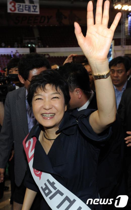 [사진]연설회 마친 박근혜 후보