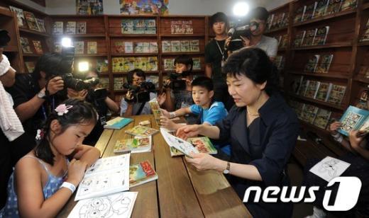 [사진]동심으로 돌아간 박근혜