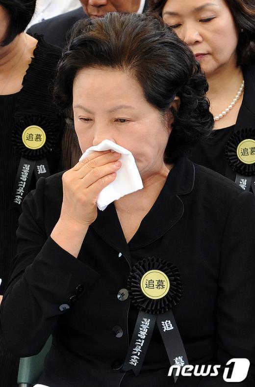 [사진]슬픔에 잠긴 권양숙 여사