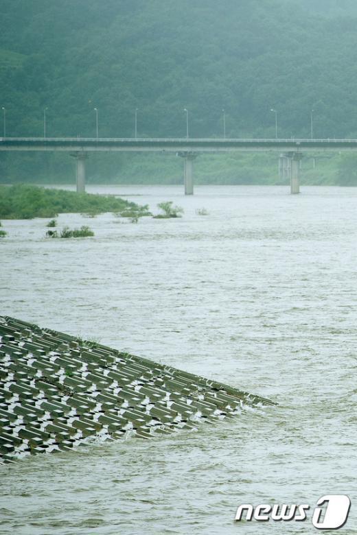 [사진]北 황강댐 방류로 높아진 임진강 수위