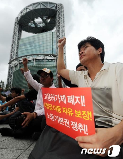 [사진]고용허가제 폐지 촉구하는 외국인노동자