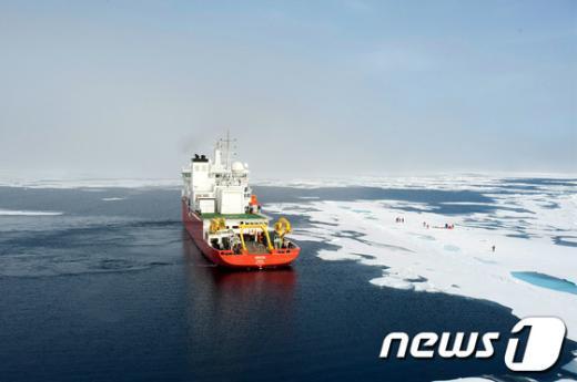 [사진]북극해를 호령하는 위풍당당 아라온호!