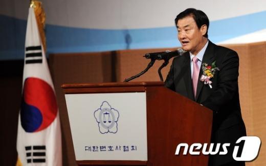 [사진]강창희 국회의장, 변호사대회 축사