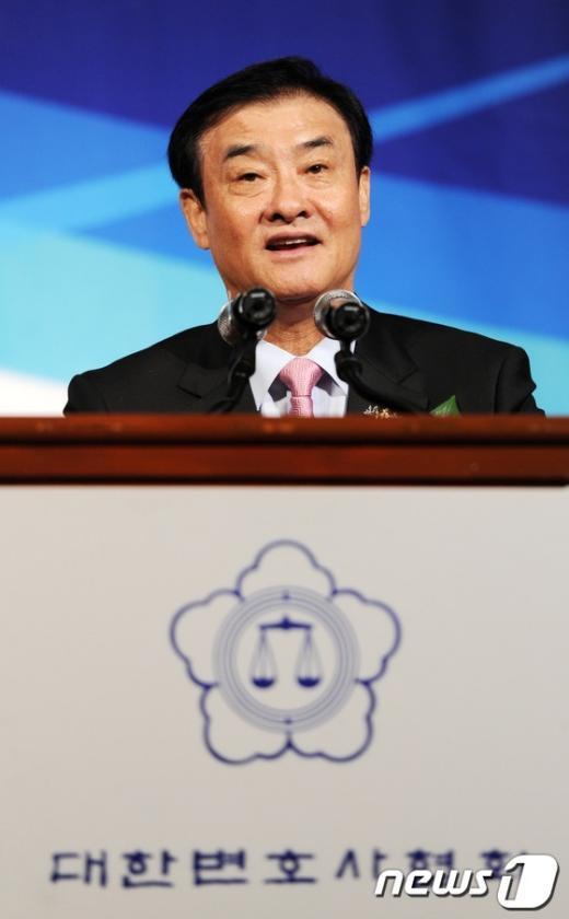 [사진]변호사대회 축사하는 강창희 국회의장