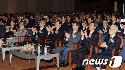 [사진]변호사대회 개회 축하하는 내빈들
