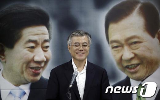 [사진]미소 짓는 문재인 후보