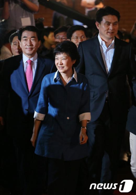 [사진]전당대회 입장하는 후보자들