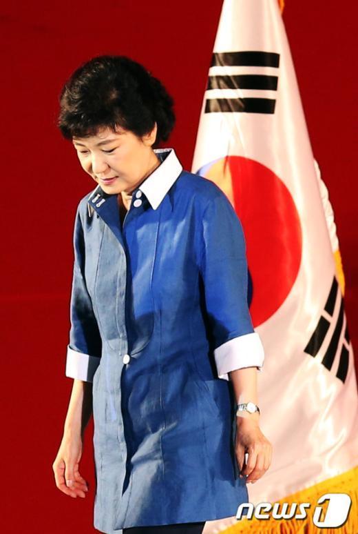 [사진]당원들에게 인사 마친 박근혜 후보