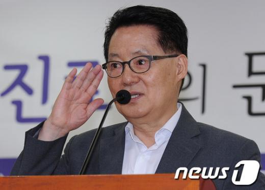 [사진]비급여진료비 토론회 참석한 박지원 원내대표
