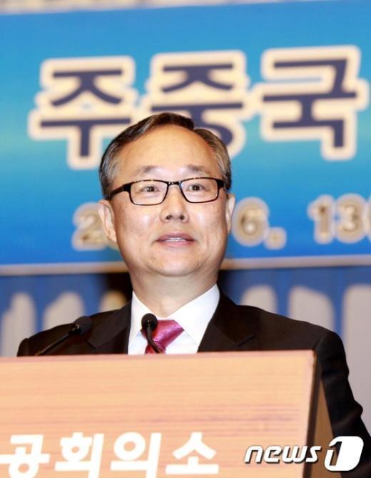 이규형 주중국 한국대사가 13일 오전 서울 중구 대한상공회의소 회관에서 열린 조찬간담회에서 '중국의 부상과 한중관계의 미래'라는 주제로 강연을 하고 있다.(대한상의 제공) 2012.6.13/뉴스1  News1 안은나 인턴기자