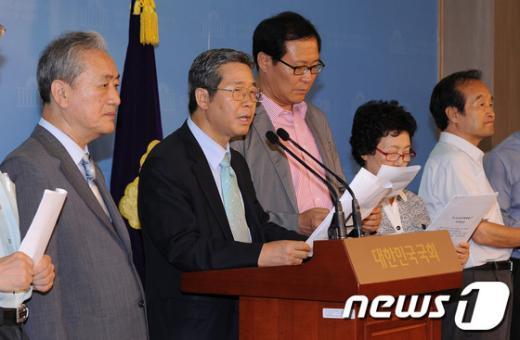 [사진]'5.24 조치해제하고 남북대화 추진 하라!'