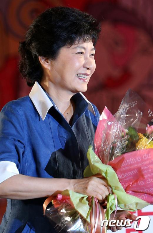 [사진]미소짓는 박근혜 당선자