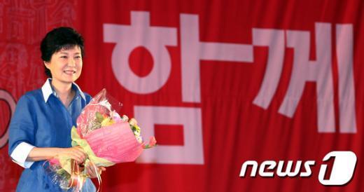 [사진]대선후보로 선출된 박근혜 전 대표