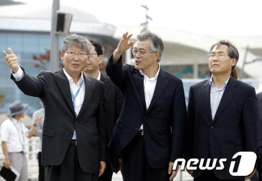 [사진]여수엑스포 찾은 문재인 후보