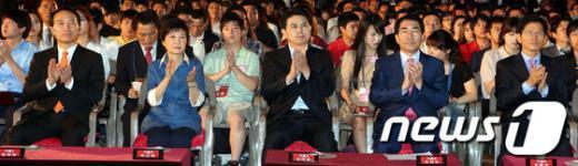 [사진]박수치는 대선 경선 후보들