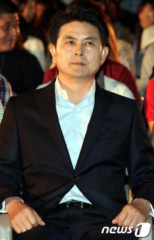 [사진]긴장된 표정의 김태호 후보