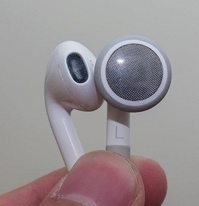 ↑기존 이어폰과 비교(왼쪽이 새로운 이어폰)