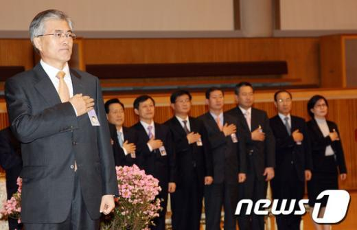 [사진]참여정부 시절 국민의례하는 문재인