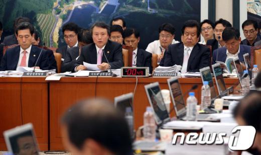 [사진]국회 국토해양위 전체회의