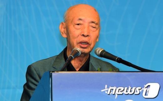 [사진]회고사 하는 이순기 한국편집기자협회 초대회장