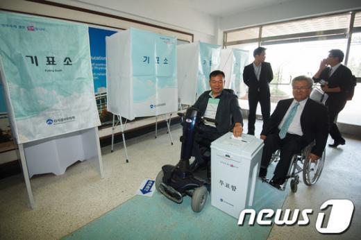 [사진]18대 대선 장애인 투표편의 시설 실태 참관