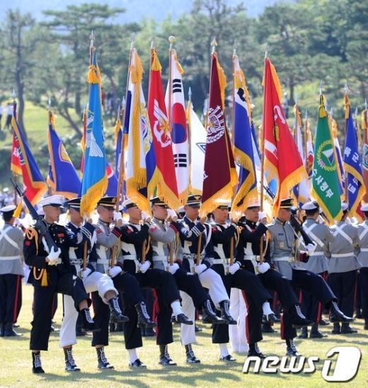 [사진]태극기 호위하는 국군
