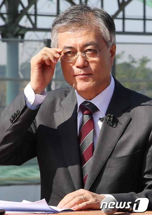 [사진]문재인, '남북관계 해법은?'
