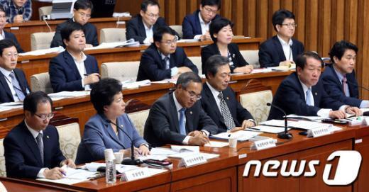 [사진]아동, 여성 대상 성폭력 대책 특위 출석한 장관들