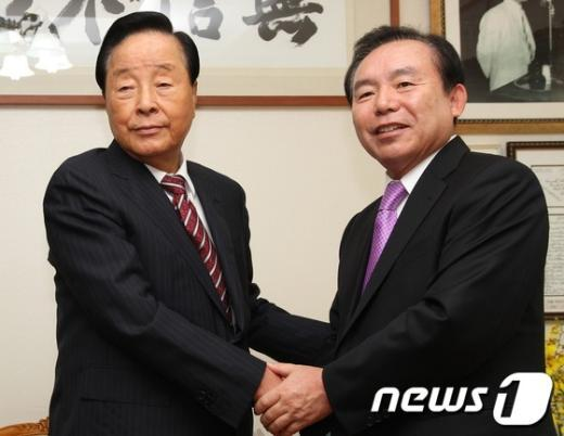 [사진]김영삼 전 대통령 찾아간 이인제 대표