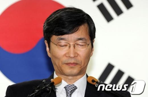 [사진]고개숙인 곽노현 교육감