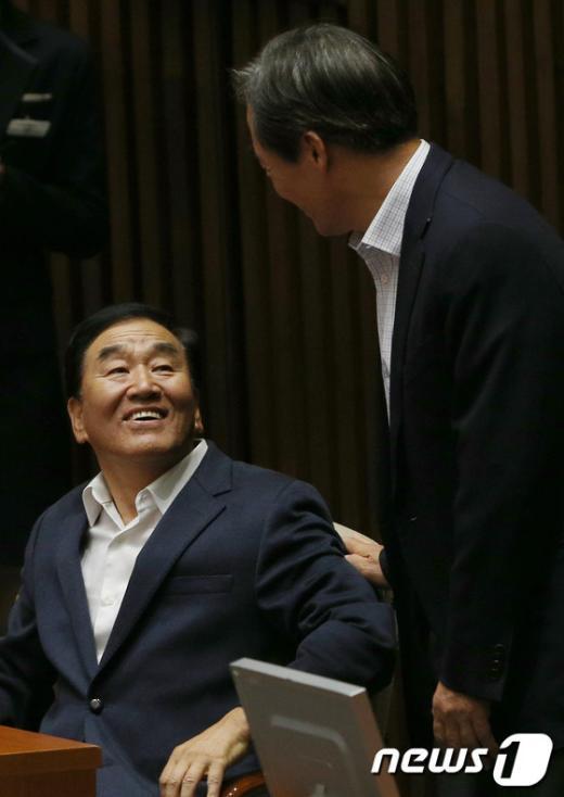 [사진]이야기 나누는 이재오-정몽준
