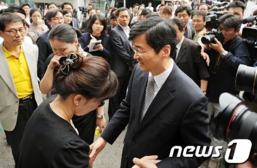 [사진]떠나는 곽노현 '눈물의 이별'