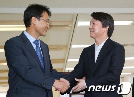 [사진]장하성 교수와 손잡은 안철수