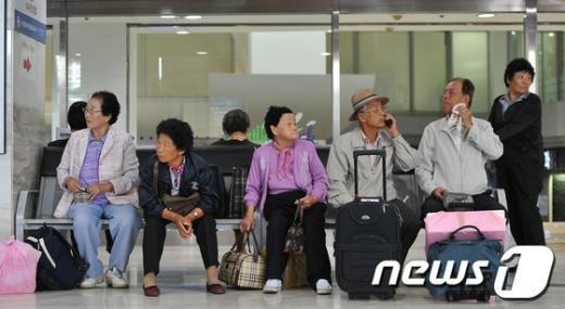 [사진]추석 역귀성 어르신들의 기다림
